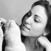 girl-cat-love-young